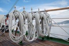 Cuerdas en un buque viejo Fotografía de archivo libre de regalías