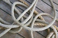 Cuerdas en una cubierta Foto de archivo libre de regalías