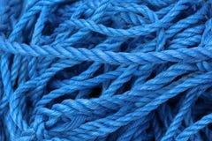 Cuerdas náuticas del mar azul Foto de archivo libre de regalías