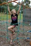 Cuerdas que suben del niño. Foto de archivo