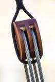 Cuerdas y nudos náuticos foto de archivo