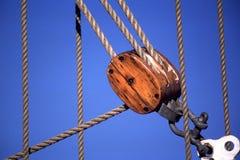 Cuerdas y polea del velero Fotografía de archivo libre de regalías