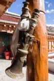 Cuerno budista adornado tradicional, monasterio de Rizong, Ladakh, I foto de archivo