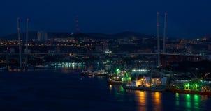 Cuerno de oro de Vladivostok de la noche imagen de archivo