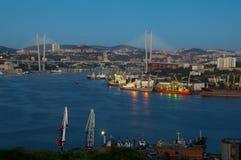 Cuerno de oro de Vladivostok de la tarde fotos de archivo libres de regalías