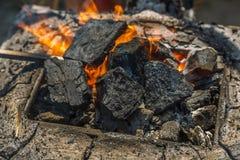 Cuerno heated con los carbones rojos Imagenes de archivo