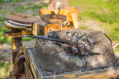Cuerno heated con los carbones rojos Imagen de archivo libre de regalías