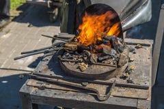 Cuerno heated con los carbones rojos Fotografía de archivo