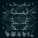 Cuernos, cristales, flechas, pluma Sistema de elementos ilustrado del diseño Elementos tribales Vector im del EPS stock de ilustración
