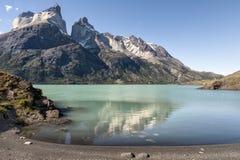 Cuernos del Paine en el parque nacional de Torres del Paine Fotos de archivo