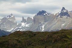 Cuernos del Paine och Torres del Paine i den Torres del Paine nationalparken, Magallanes region, sydliga Chile Arkivbilder
