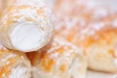 Cuernos poner crema dulces Fotografía de archivo libre de regalías