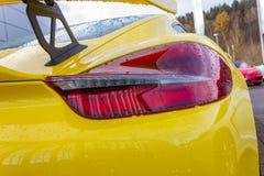 cuerpo brillante amarillo de un sportscar alemán fotografía de archivo