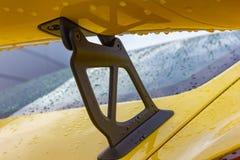 cuerpo brillante amarillo de un sportscar alemán imagenes de archivo