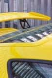 cuerpo brillante amarillo de un sportscar alemán foto de archivo libre de regalías