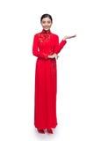 Cuerpo completo de la mujer vietnamita encantadora en Ao Dai Traditional Dre Imagen de archivo libre de regalías