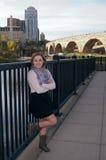 Cuerpo completo del retrato femenino adolescente en Minneapolis Imagen de archivo
