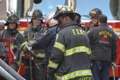 Cuerpo de bomberos NYC en la acción Imágenes de archivo libres de regalías