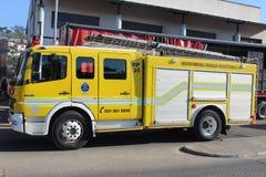 Cuerpo de bomberos que asiste al fuego en el señorío de Cato, Durban Imagen de archivo