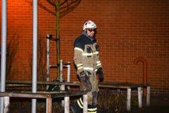Cuerpo de bomberos que pone hacia fuera incendio provocado Fotos de archivo libres de regalías