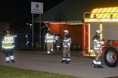 Cuerpo de bomberos que pone hacia fuera incendio provocado Imagenes de archivo