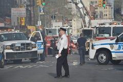 Cuerpo de bomberos y policía en la acción Fotos de archivo