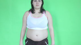 Cuerpo de la grasa de la demostración de la chica joven almacen de video