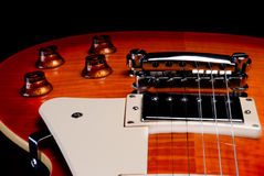 Cuerpo de la guitarra eléctrica con los botones Foto de archivo libre de regalías