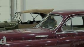 Cuerpo del coche retro rojo, que se colocan en la sala de exposición