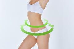Cuerpo femenino con las flechas verdes del dibujo Fotografía de archivo