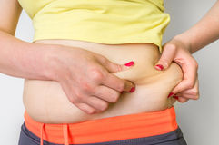 Cuerpo gordo de la mujer con la grasa en caderas - concepto de la obesidad foto de archivo