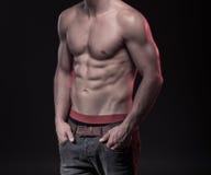 Cuerpo masculino perfecto con el sixpack Imágenes de archivo libres de regalías