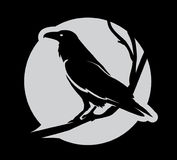 Cuervo heráldico malvado oscuro con las alas separadas stock de ilustración
