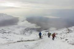 Cuesta abajo de la cumbre de Kilimanjaro Fotografía de archivo libre de regalías