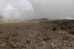 Cuesta abajo de la cumbre de Kilimanjaro Fotos de archivo