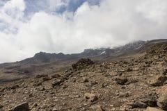 Cuesta abajo de la cumbre de Kilimanjaro Imagen de archivo libre de regalías