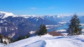 Cuesta abajo del soporte de Zwolferhorn, St Gilden, Austria almacen de metraje de vídeo