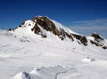 Cuesta alpestre del esquí imagen de archivo libre de regalías