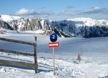 Cuesta alpestre del esquí Fotografía de archivo libre de regalías