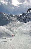 Cuesta alpestre del esquí Imagenes de archivo
