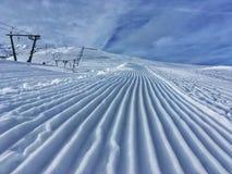 Cuesta alpestre del esquí foto de archivo libre de regalías