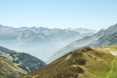 Cuesta d Aspin del paso de Aspin en verano Este paso es una de las señales icónicas de las montañas de los Pirineos en Francia Fotos de archivo libres de regalías
