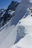 Cuesta de la nieve de la montaña Foto de archivo