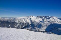 Cuesta de Sli en montañas del invierno foto de archivo
