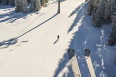 Cuesta del esquí desde arriba imagen de archivo libre de regalías