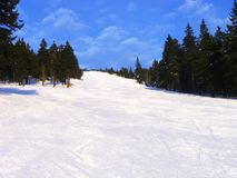 Cuesta del esquí en el mountai de Rokytnice Fotos de archivo libres de regalías