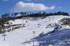 Cuesta del esquí en la montaña Uktus Imágenes de archivo libres de regalías