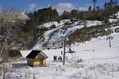 Cuesta del esquí en la montaña Uktus Fotografía de archivo libre de regalías