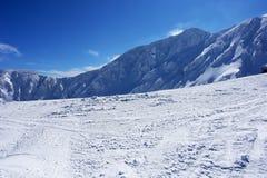 Cuesta del esquí en las montañas en el Tatras bajo Fotografía de archivo