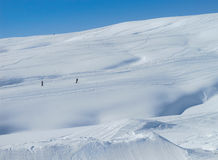 Cuesta del esquí, montan@as francesas Imagenes de archivo